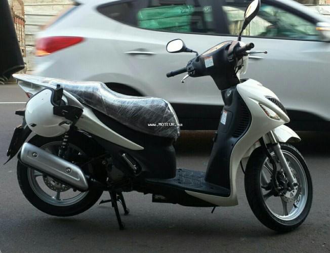 Moto au Maroc SUZUKI Sixteen 125 125 - 133972