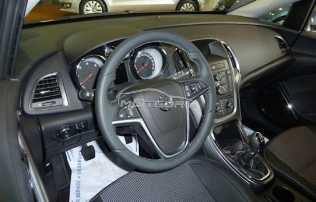 Opel astra cosmo pack mod le 09 2012 2012 diesel 134661 for Interieur opel astra 2000