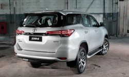 toyota fortuner 2,4 L D-4D Luxe